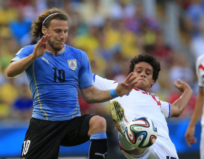 Uruguajský útočník Diego Forlán ukončil kariéru, bol najlepším strelcom MS vo futbale 2010