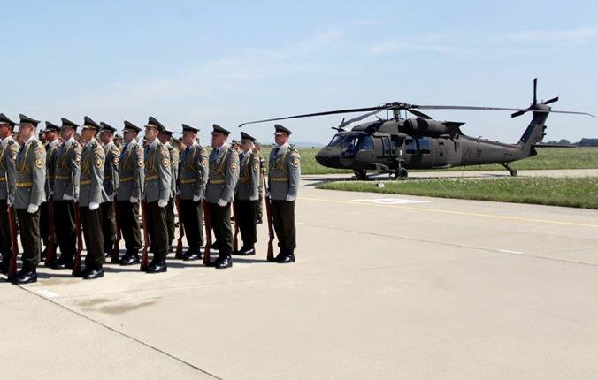 Vrtuľníky Black Hawk sa môžu podľa Hrnka využiť na dve veci, ale ich výzbroj je stále iba v pláne