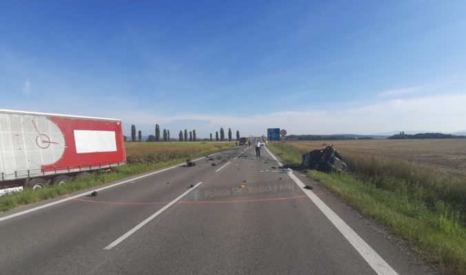 Foto: Dopravná nehoda za Šebastovcami sa skončila tragicky, vodič Fabie zrážku s kamiónom neprežil