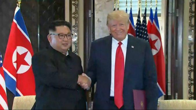 Kim Čong-un sa ospravedlnil za raketové skúšky a chce sa opäť stretnúť, napísal v tweete Trump
