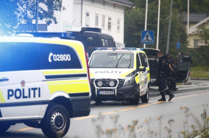 Muž v uniforme a s helmou spustil paľbu v mešite na predmestí nórskej metropoly Oslo
