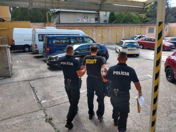 Foto: Esbéeskár Stanislav po ceste do práce nafúkal viac ako tri promile, príde nielen o vodičák