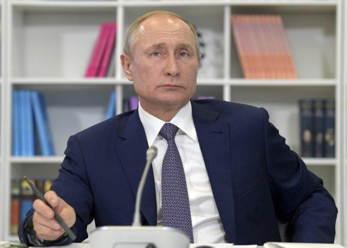 Nie sú ničím výnimočné, reagoval prezident Putin na opozičné demonštrácie v Moskve