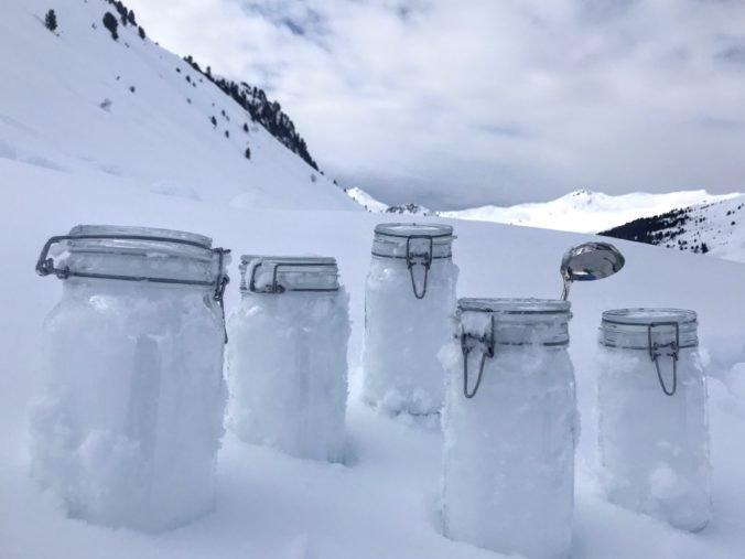 Vedci boli šokovaní výsledkami z Arktídy, počas sneženia padali z neba čiastočky plastov