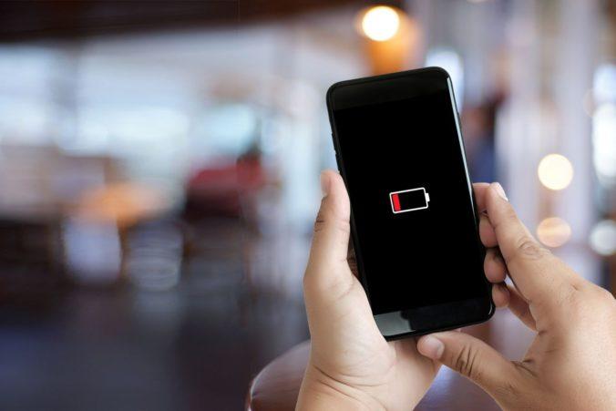 Rozbitý displej alebo problém s nabíjaním? Prieskum ukázal obavy majiteľov smartfónov