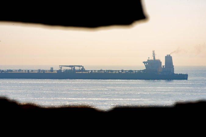 Spojené štáty vydali príkaz na zadržanie iránskeho supertankera, dôvodom je porušovanie sankcií