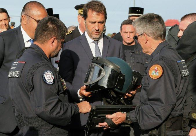 Tisíce policajtov zaplnili miesto konania summitu lídrov G7, tábory si robia aj demonštranti