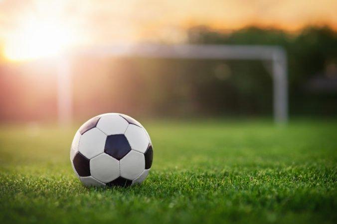 """Futbalový """"agent"""" lákal hráčov na skúšky v zahraničí, po prijatí zálohy nič nevybavil"""