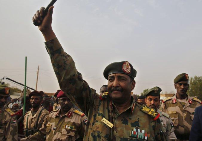 Generál Burhán sa stal šéfom zvrchovanej rady, ktorá bude Sudánu vládnuť počas prechodného obdobia
