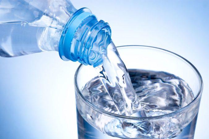 Mikroplasty vo vode zrejme nie sú nebezpečné, Svetová zdravotnícka organizácia však žiada výskum