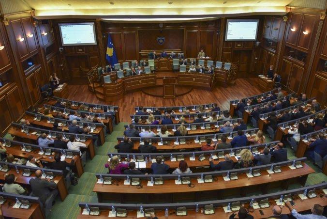 V Kosove sa schyľuje k predčasným voľbám, poslanci na mimoriadnej schôdzi rozpustili parlament