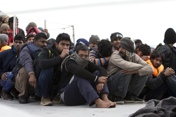 Grécko znovu začalo s deportáciami migrantov do Turecka, tábory trojnásobne prevýšili svoju kapacitu