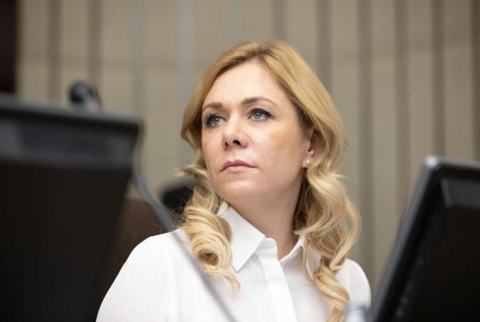 Saková nepodporila zvyšovanie platov vojakov, žiada rovnaké podmienky pre políciu aj hasičov