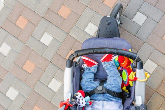 Ženy ukradli v obchode kočík, ale jedna z nich tam zabudla dieťa