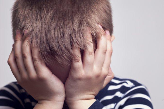 Tínedžeri z Michiganu znásilnili dvoch malých bratov, v starej garáži ich napadli niekoľkokrát