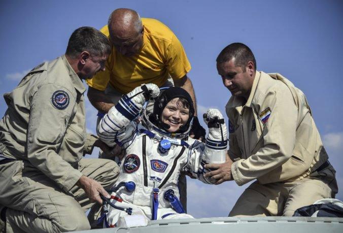 NASA preveruje údajný prvý zločin vo vesmíre, astronautka sa prihlásila do bankového účtu manželky