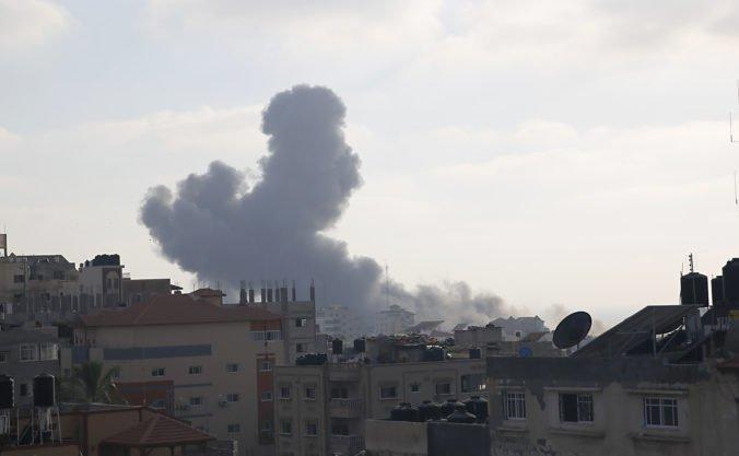 Izrael ostreľoval ciele Hamasu, náletom predchádzalo vystrelenie troch rakiet z Pásma Gazy