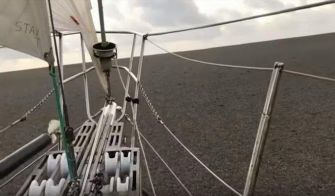 Video: V Tichom oceáne sa plaví obrovský pemzový koberec, je veľký ako 20-tisíc futbalových ihrísk