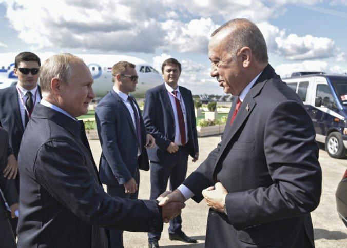 Erdogan otvoril leteckú šou v Moskve, vzťahy Ruska a Turecka vyvolali znepokojenie v NATO