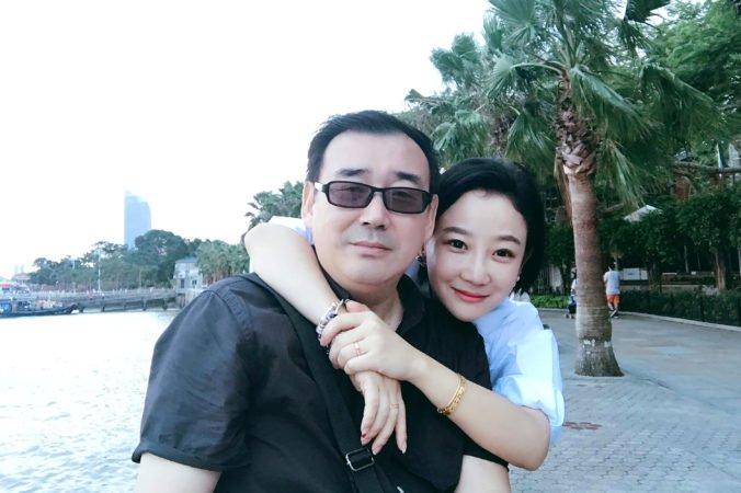 Spisovateľa zadržiavajú v Číne v drsných podmienkach, čelí obvineniam zo špionáže