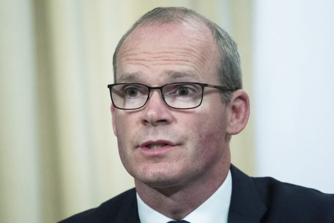Írsky minister Coveney si myslí, že už nie je dostatok času na novú dohodu o brexite