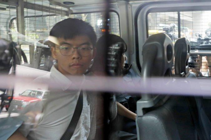 Hongkonských aktivistov prepustili na kauciu, ich zatknutie vyvolalo medzi demonštrantmi pobúrenie