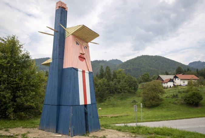 V obci v Slovinsku postavili sochu Donalda Trumpa, miestni ju navrhujú spáliť