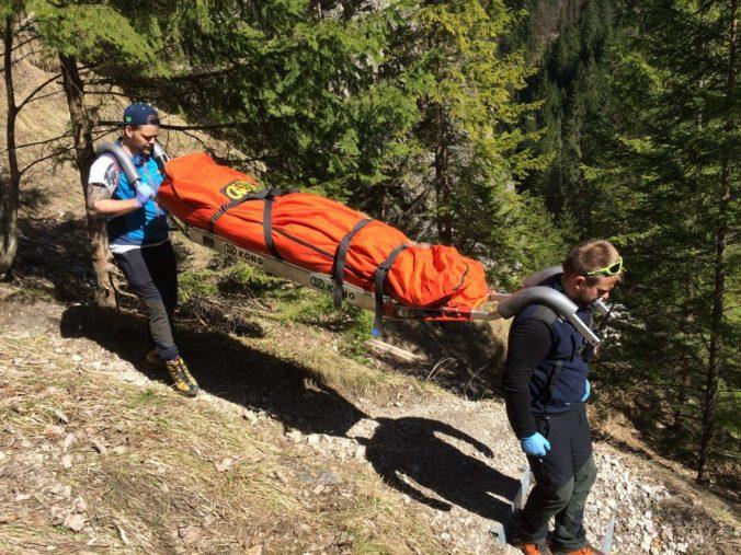 Žena v Alpách neprežila 50-metrový pád, muža z Radebeulu zabil blesk