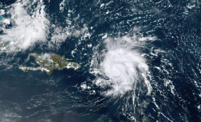 Hurikán Dorian zosilnel a už ako extrémne nebezpečný sa blíži k Bahamám