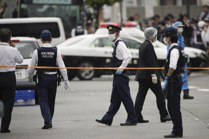 V prvý školský deň zaútočil neznámy páchateľ na základnú školu v Číne, desať detí utrpelo zranenia