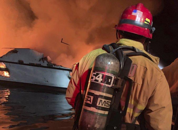 Video: Požiar lode pri Kalifornii si vyžiadal niekoľko mŕtvych, tridsaťštyri ľudí je stále nezvestných