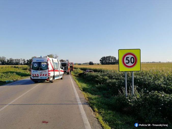 Foto: Vodič Fabie prešiel do protismeru a zrazil sa s autobusom