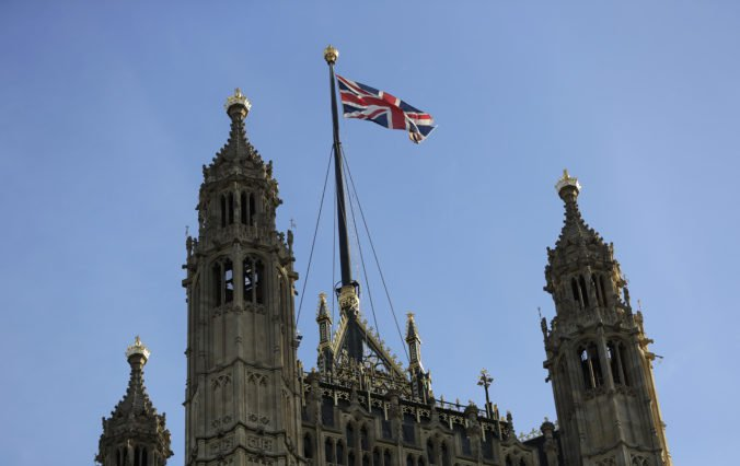 Britská Snemovňa lordov tiež schválila návrh zákona proti brexitu bez dohody