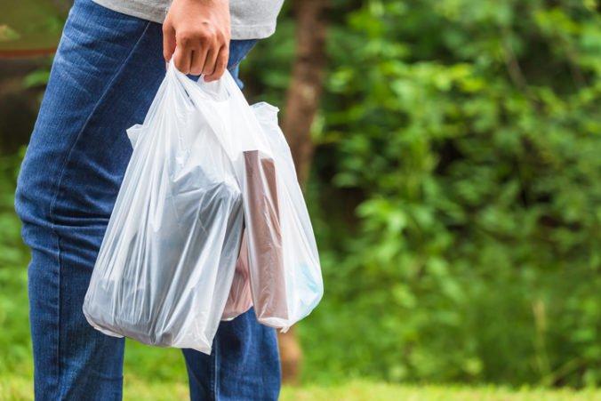 Nemecká ministerka chce zakázať ľahké plastové tašky, životné prostredie znečisťujú desiatky rokov