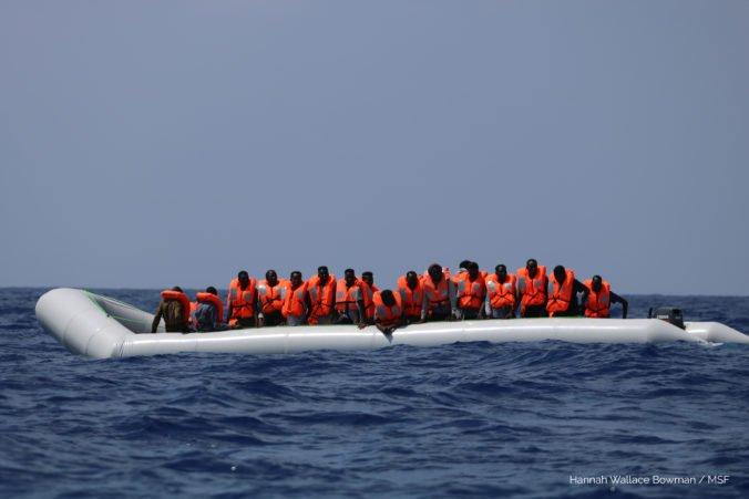 Loď Ocean Viking zachránila na mori desiatky afrických migrantov