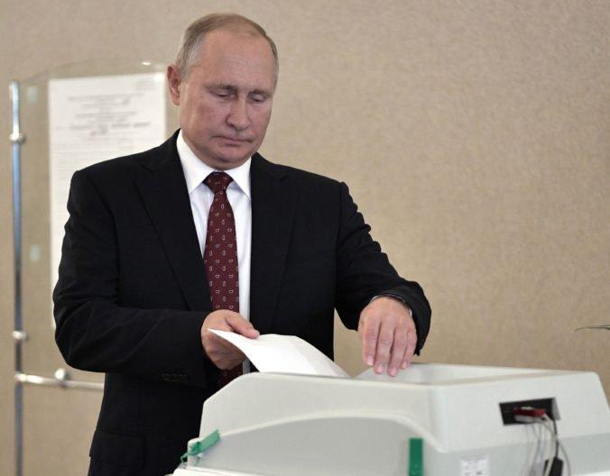 V komunálnych voľbách hlasoval aj Putin, polícia tvrdo zasiahla proti demonštrantom