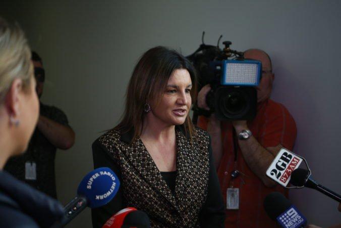 Austrálska vláda chce testovať nezamestnaných na drogy, senátorka žiada to isté pre poslancov