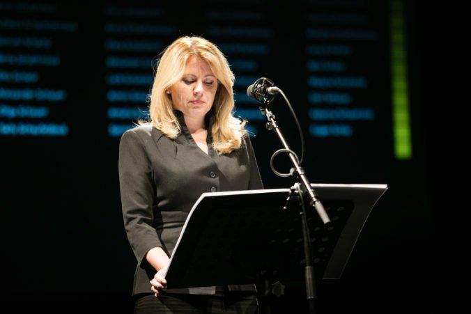 Foto: Prezidentka Zuzana Čaputová si uctila obete holokaustu čítaním mien z deportačných zoznamov