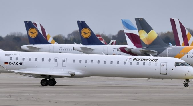 Lietadlo Eurowings sa pred pristátím v Berlíne dostalo do turbulencie, viacerí pasažieri sa zranili