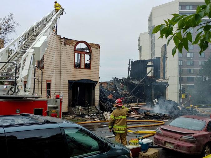 Synagógu v Minnesote pohltil požiar, z budovy zostali len niektoré múry