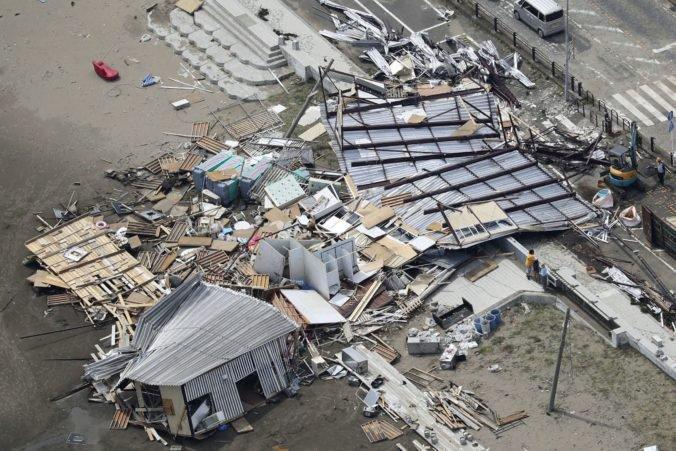 Video: Oblasť Tokia bičoval tajfún Faxai, narušil dopravu a spôsobil škody