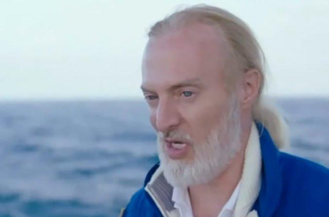 Dobrodruh Vescovo je prvým človekom, ktorý sa ponoril na najhlbšie miesta vo všetkých oceánoch
