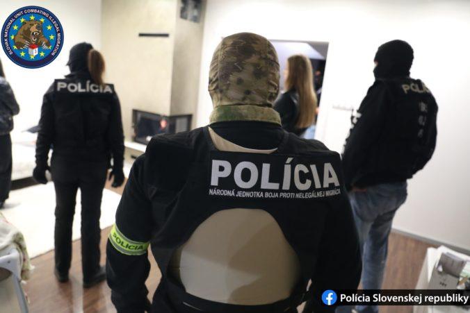 Foto: Policajti zasahovali v okrese Galanta, akcia súvisela s trestným činom prevádzačstva