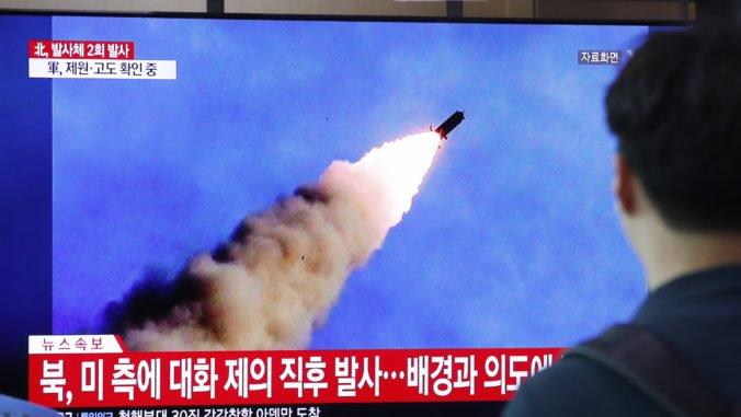 Severná Kórea vystrelila dve rakety, preleteli približne 330 kilometrov