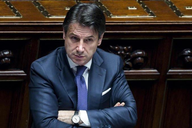 V Taliansku majú namiesto predčasných volieb novú Conteho vládu, schválili ju aj v senáte