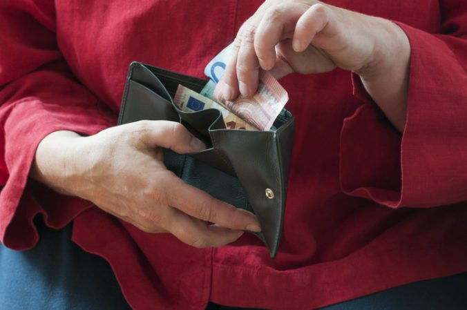 Nárast minimálnej mzdy na 580 eur môže negatívne ovplyvniť zamestnanosť, tvrdí Národná banka Slovenska