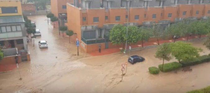 Video: Juhovýchodné Španielsko zasiahli najsilnejšie dažde za sto rokov, hlásené bolo aj mini-tornádo