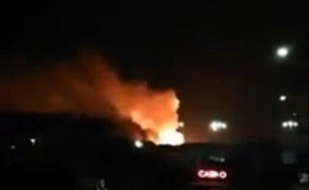 Video: Požiar v armádnom sklade na Cypre zapríčinil explóziu, obyvateľov dediny evakuovali