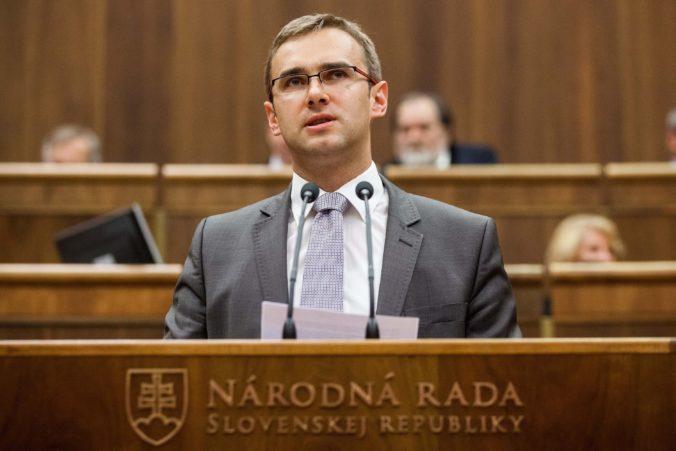 Fedor vystupuje z koalície. Trio Smer-SD, SNS a Most-Híd stratilo v parlamente väčšinu