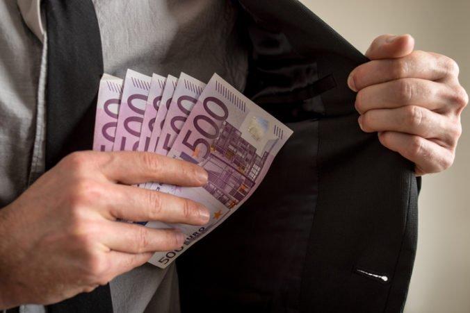 Muž požiadal o príspevky na osobnú asistenciu, podvodníkovi vyplatili desaťtisíce eur